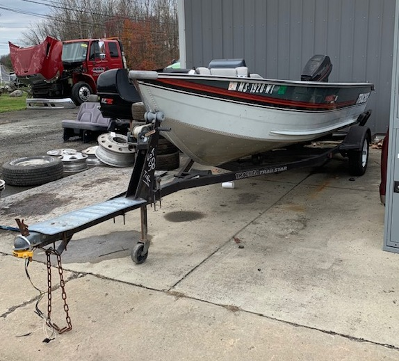 1990 Bass Tracker Pro Deep V 16 Bass Boat